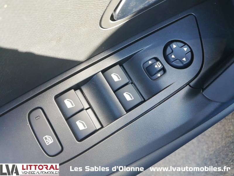 Photo 15 de l'offre de PEUGEOT 2008 1.2 PureTech 130ch S&S Allure Pack EAT8 à 27990€ chez Littoral Vendée Automobiles Le Château D'Olonne