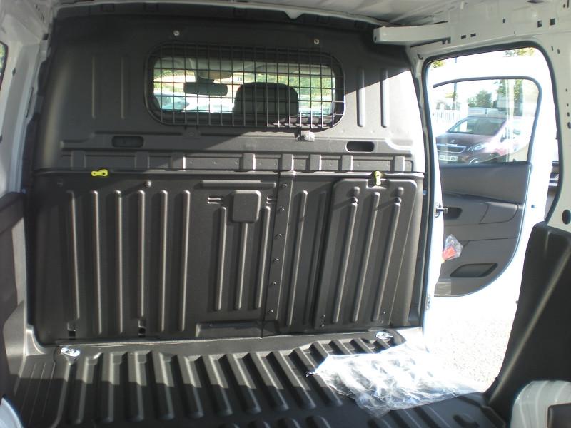 Photo 9 de l'offre de CITROEN BERLINGO VAN M 650KG BLUEHDI 75 CLUB à 18400€ chez Brignais automobiles