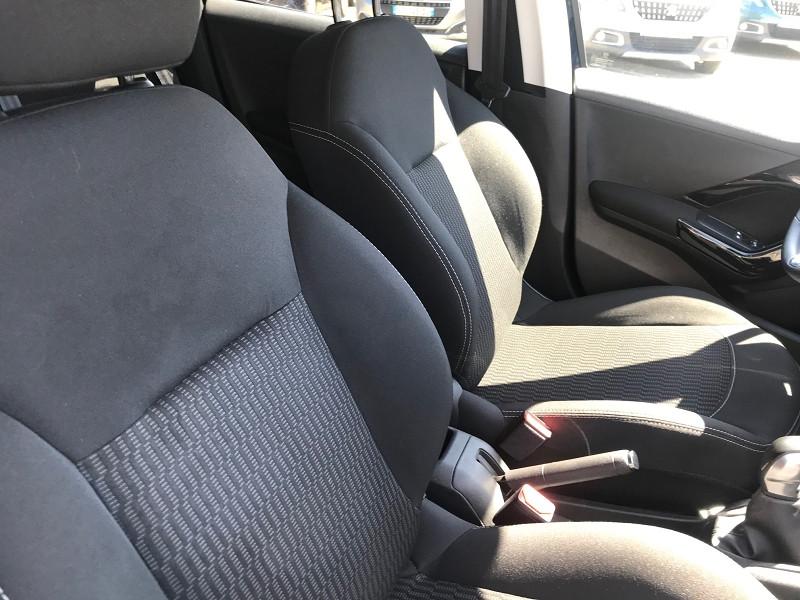 Photo 7 de l'offre de PEUGEOT 208 1.6 BLUEHDI 75CH STYLE 5P à 11900€ chez Brignais automobiles