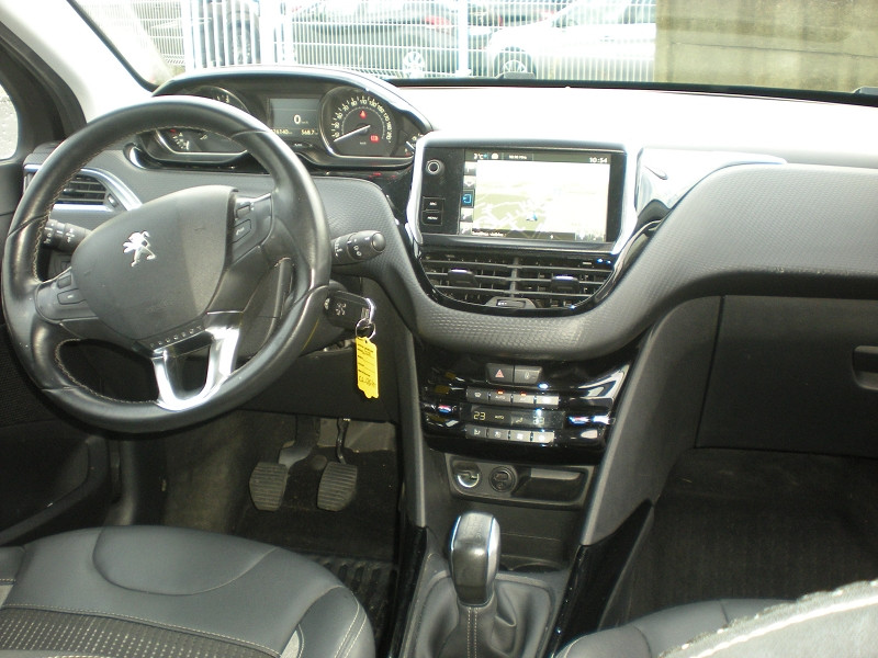 Photo 10 de l'offre de PEUGEOT 2008 1.6 BLUEHDI 100CH BUSINESS PACK BVM5 à 10900€ chez Brignais automobiles