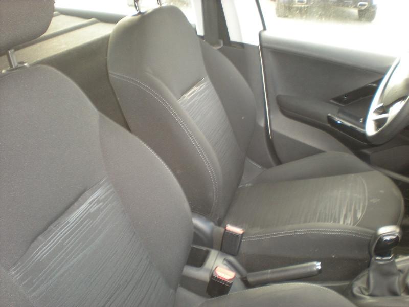 Photo 8 de l'offre de PEUGEOT 208 AFFAIRE 1.6 BLUEHDI 100CH PACK CLIM NAV 5P à 8900€ chez Brignais automobiles