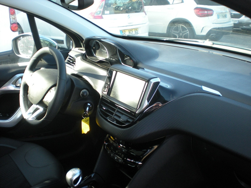 Photo 6 de l'offre de PEUGEOT 2008 1.2 PURETECH 130CH E6.C CROSSWAY S&S à 17900€ chez Brignais automobiles