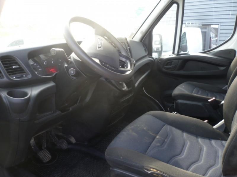Photo 5 de l'offre de IVECO DAILY CCB 35C14 EMP 3450 DOUBLE CABINE 6PL BENNE + COFFRE à 28680€ chez Brignais automobiles