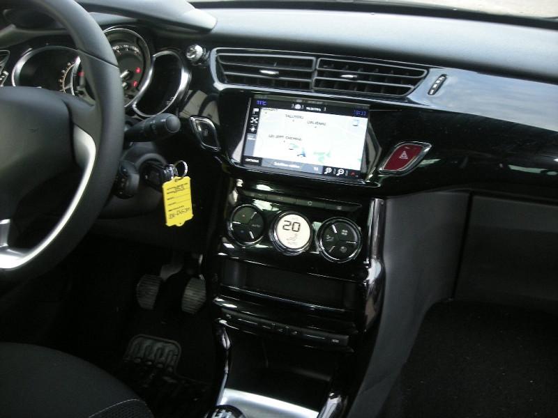 Photo 10 de l'offre de DS DS 3 BLUEHDI 100CH SO CHIC S&S à 13900€ chez Brignais automobiles
