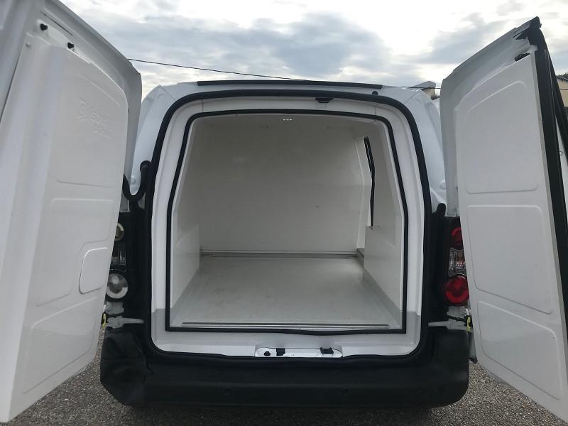 Photo 10 de l'offre de CITROEN BERLINGO 20 L1 1.6 HDI 90 CLUB CAISSE ISOTHERME à 11880€ chez Brignais automobiles