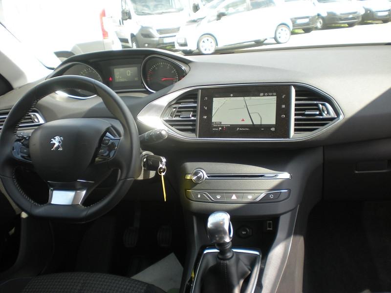 Photo 10 de l'offre de PEUGEOT 308 1.2 PURETECH 110CH E6.C S&S STYLE à 16400€ chez Brignais automobiles