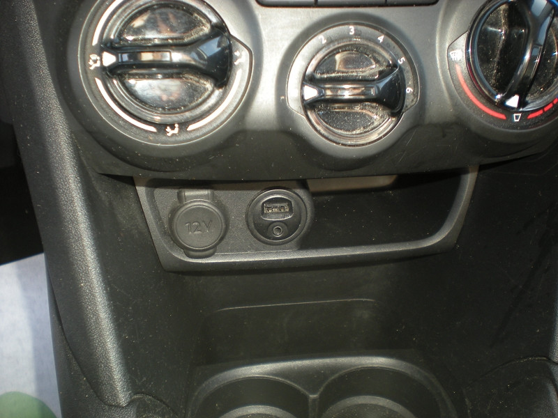 Photo 13 de l'offre de PEUGEOT 208 AFFAIRE 1.6 BLUEHDI 100CH PACK CLIM 5P à 6900€ chez Brignais automobiles
