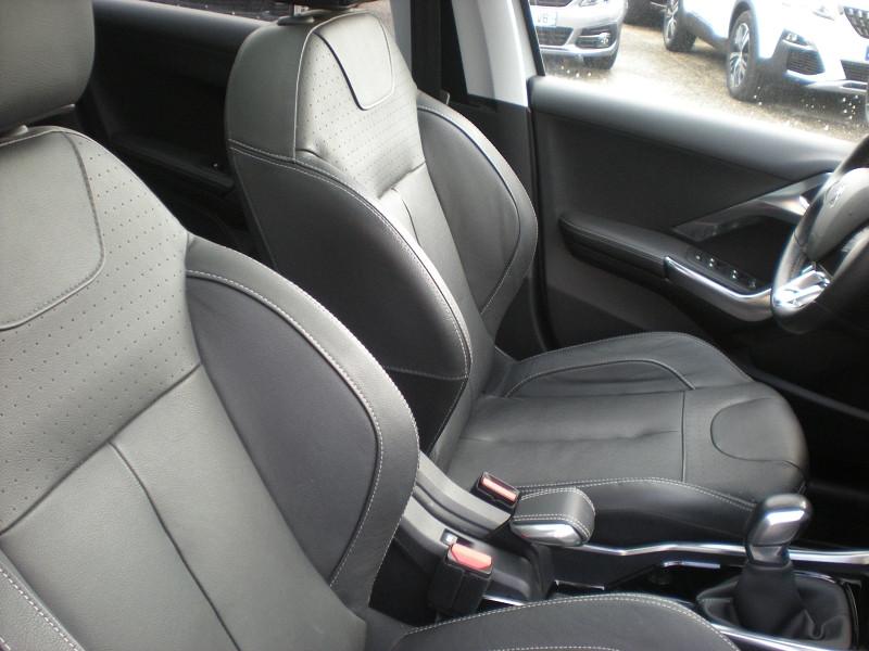 Photo 8 de l'offre de PEUGEOT 2008 1.6 BLUEHDI 100CH FELINE TITANE à 15900€ chez Brignais automobiles