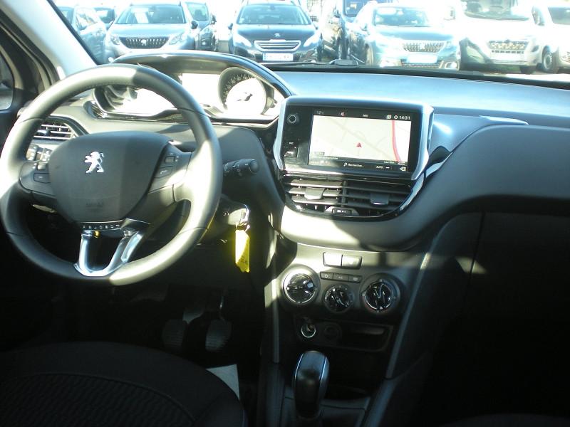 Photo 10 de l'offre de PEUGEOT 208 1.2 PURETECH 82CH E6.C SIGNATURE 5P à 13900€ chez Brignais automobiles