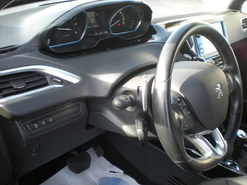 Photo 13 de l'offre de PEUGEOT 2008 1.6 BLUEHDI 100CH ALLURE BUSINESS S&S ETG6 à 11400€ chez Brignais automobiles