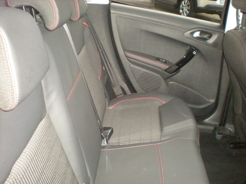 Photo 9 de l'offre de PEUGEOT 208 1.2 PURETECH 110CH E6.C GT LINE S&S 5P à 15500€ chez Brignais automobiles