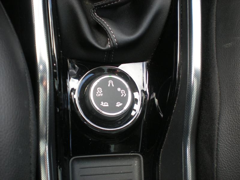 Photo 15 de l'offre de PEUGEOT 2008 1.6 BLUEHDI 100CH FELINE TITANE à 15900€ chez Brignais automobiles