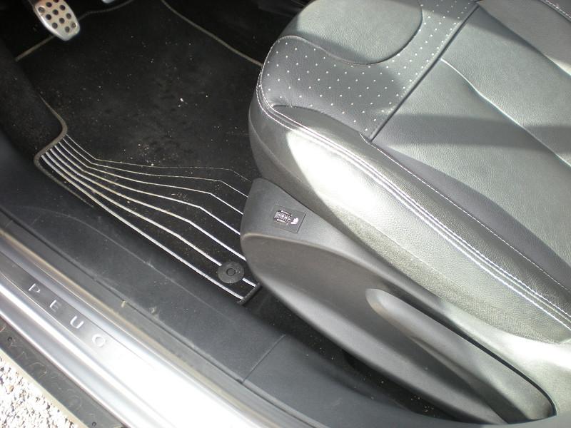Photo 14 de l'offre de PEUGEOT 2008 1.6 BLUEHDI 100CH FELINE TITANE à 15900€ chez Brignais automobiles