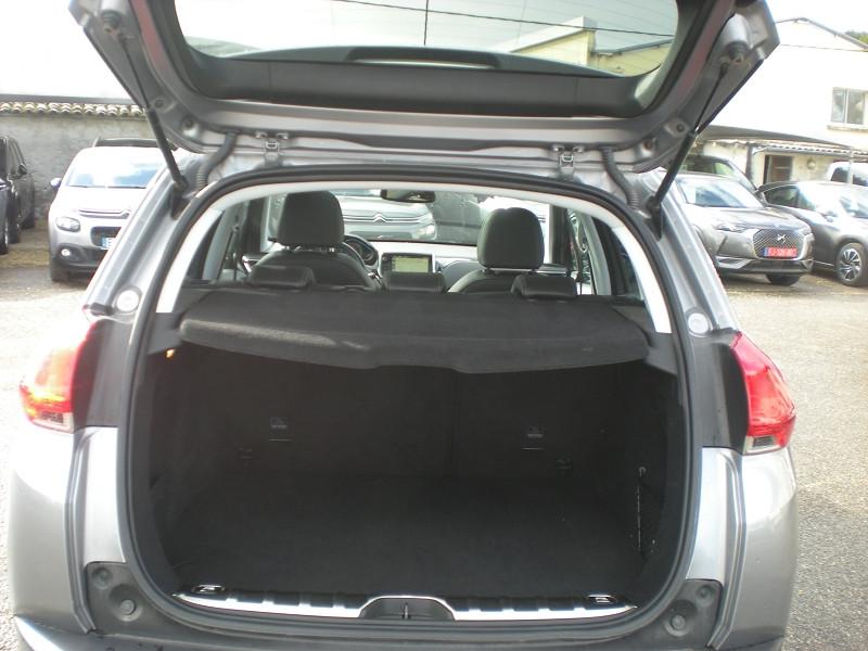 Photo 12 de l'offre de PEUGEOT 2008 1.6 BLUEHDI 100CH FELINE TITANE à 15900€ chez Brignais automobiles