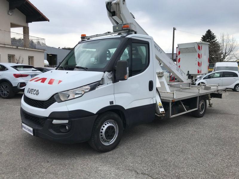 Photo 3 de l'offre de IVECO DAILY CCB 35S13 4100  AVEC  NACELLE COMILEV  12M à 27480€ chez Brignais automobiles