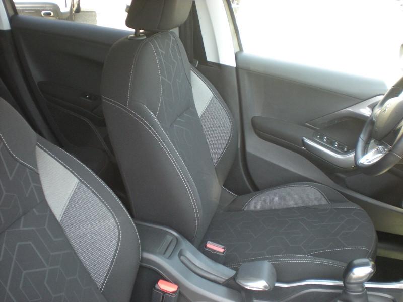Photo 8 de l'offre de PEUGEOT 2008 1.2 PURETECH 82CH STYLE à 11900€ chez Brignais automobiles