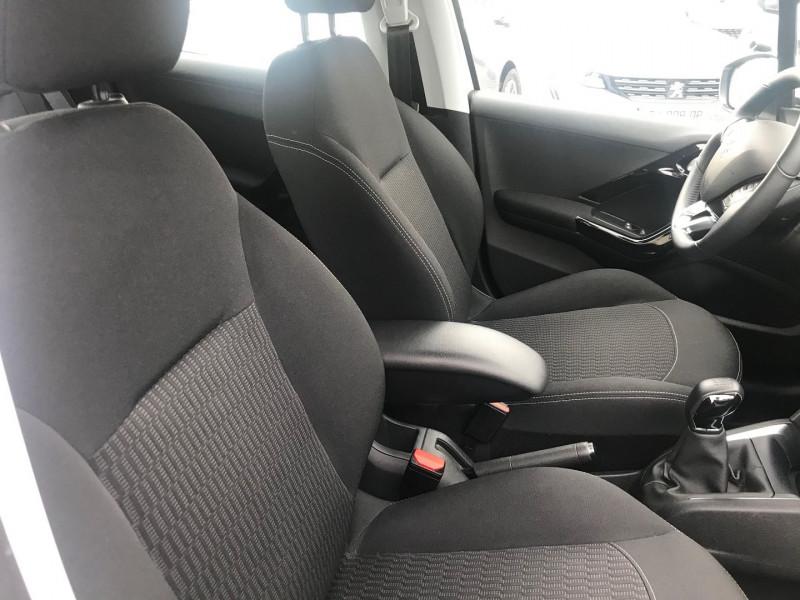 Photo 8 de l'offre de PEUGEOT 208 1.2 PURETECH 82CH E6.C ACTIVE BUSINESS S&S 5P à 12400€ chez Brignais automobiles