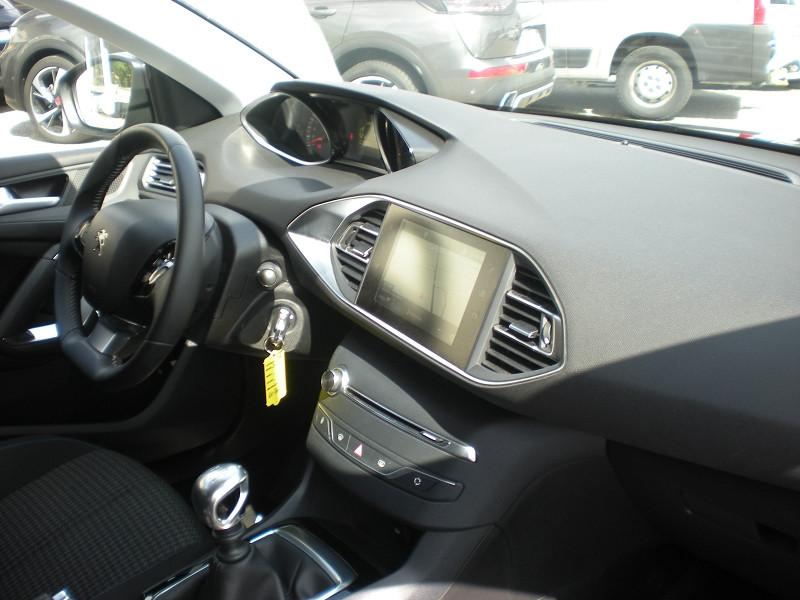 Photo 7 de l'offre de PEUGEOT 308 1.2 PURETECH 110CH E6.C S&S STYLE à 16400€ chez Brignais automobiles