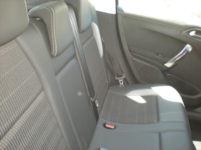 Photo 9 de l'offre de PEUGEOT 2008 1.6 BLUEHDI 100CH ALLURE à 16900€ chez Brignais automobiles