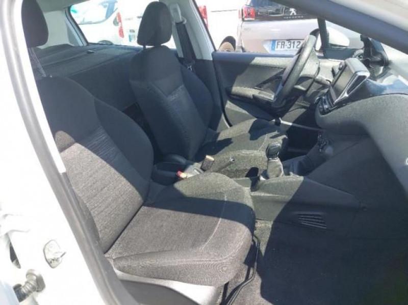 Photo 6 de l'offre de PEUGEOT 208 AFFAIRE 1.6 BLUEHDI 75CH PREMIUM PACK à 8400€ chez Brignais automobiles