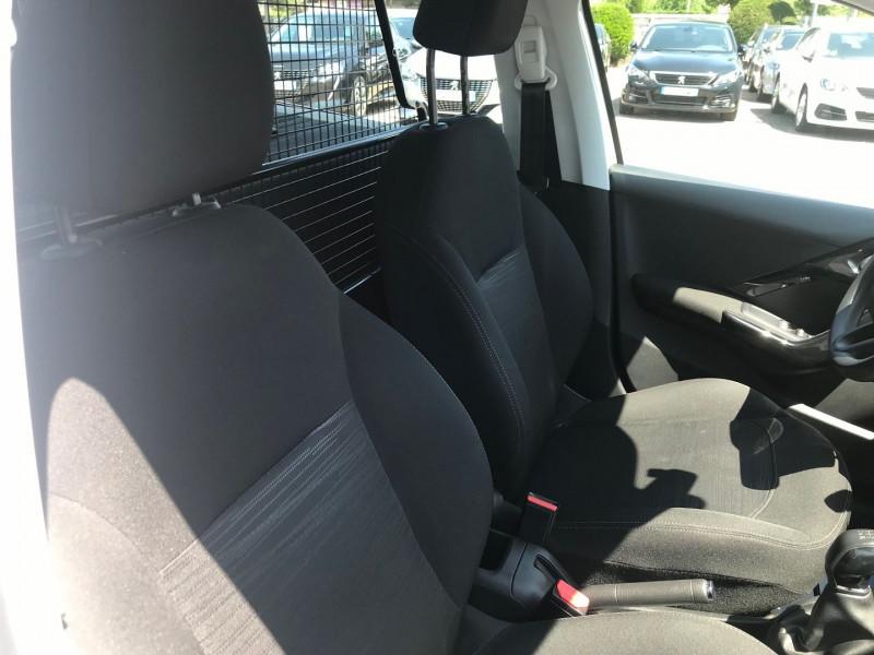 Photo 8 de l'offre de PEUGEOT 208 AFFAIRE 1.6 BLUEHDI 75CH PREMIUM PACK à 8900€ chez Brignais automobiles
