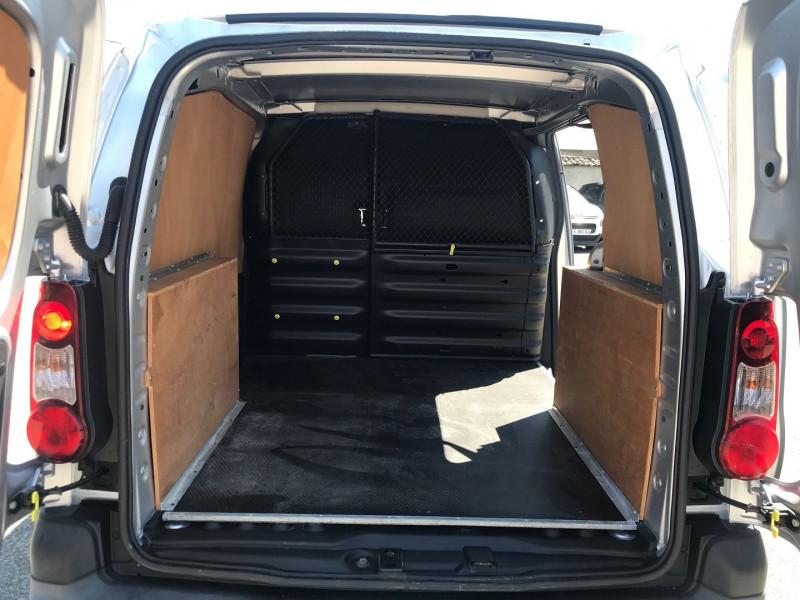 Photo 9 de l'offre de CITROEN BERLINGO 20 L1 HDI 75 CLUB à 9900€ chez Brignais automobiles