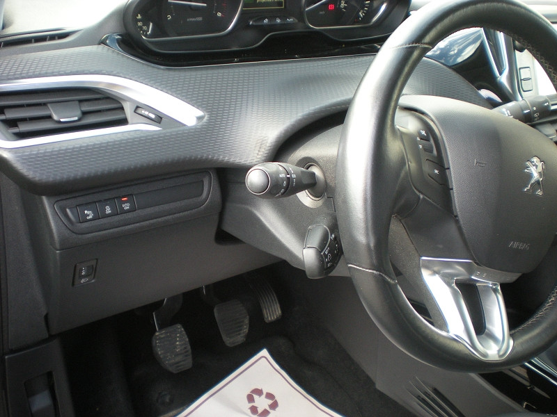 Photo 13 de l'offre de PEUGEOT 2008 1.6 BLUEHDI 100CH ALLURE BUSINESS S&S à 12400€ chez Brignais automobiles