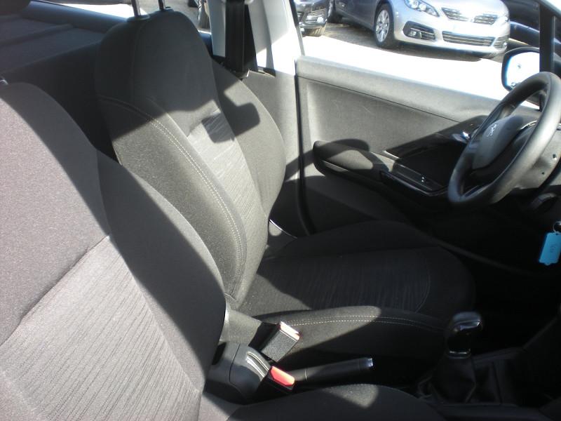 Photo 8 de l'offre de PEUGEOT 208 AFFAIRE 1.6 BLUEHDI 100CH PACK CLIM 5P à 6900€ chez Brignais automobiles