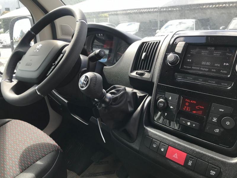 Photo 9 de l'offre de PEUGEOT BOXER FG 435 L4H2 2.2 BLUEHDI S&S 165CH VITRE PRO à 27480€ chez Brignais automobiles
