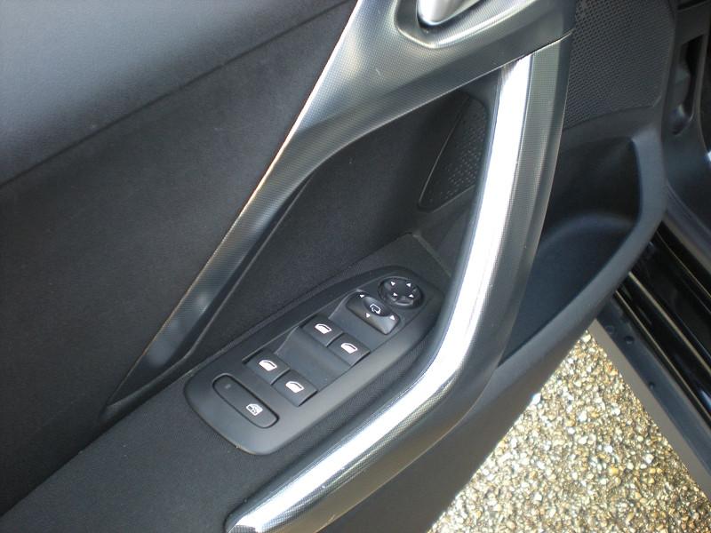 Photo 12 de l'offre de PEUGEOT 2008 1.6 BLUEHDI 100CH ALLURE BUSINESS S&S à 12400€ chez Brignais automobiles