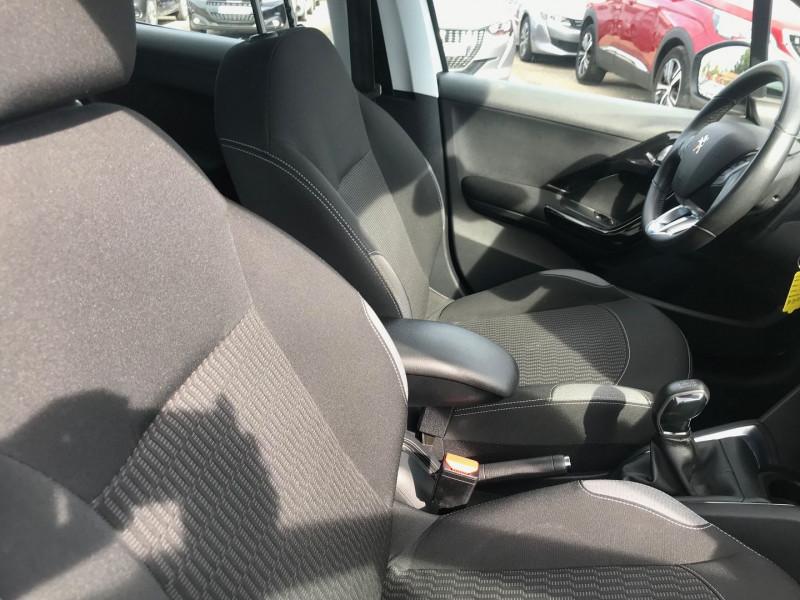 Photo 8 de l'offre de PEUGEOT 208 BUSINESS R 1.6 BLUEHDI 100 S&S 5P à 8400€ chez Brignais automobiles