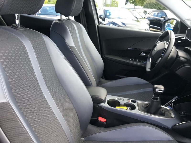 Photo 8 de l'offre de PEUGEOT 2008 1.2 PURETECH 100CH S&S ALLURE 122G à 22990€ chez Brignais automobiles