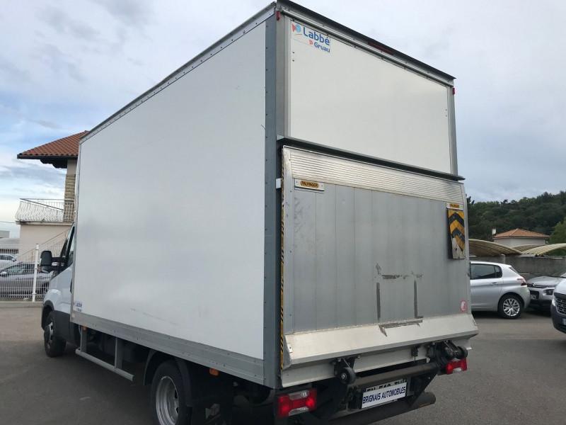 Photo 3 de l'offre de IVECO DAILY CCB 35C14 D EMP  4100  CAISSE 20M3 + HAYON à 28680€ chez Brignais automobiles