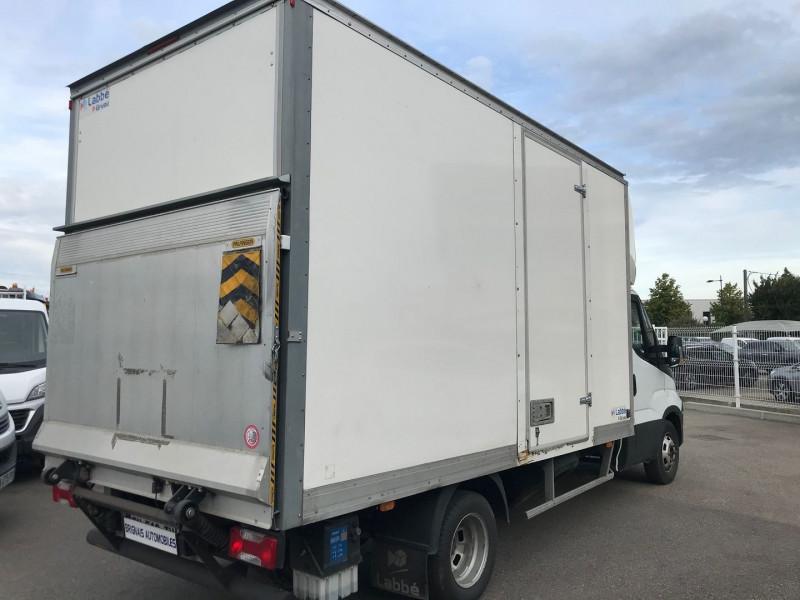 Photo 4 de l'offre de IVECO DAILY CCB 35C14 D EMP  4100  CAISSE 20M3 + HAYON à 28680€ chez Brignais automobiles