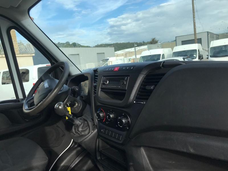 Photo 7 de l'offre de IVECO DAILY CCB 35C13 D  3450 BENNE + COFFRE  3PL.  130CH à 28680€ chez Brignais automobiles