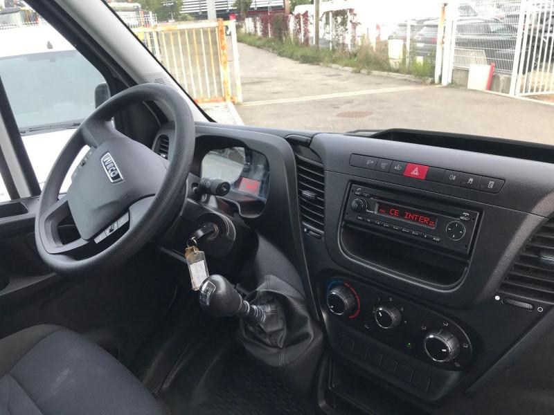 Photo 7 de l'offre de IVECO DAILY CCB 35C14 D EMP  4100  CAISSE 20M3 + HAYON à 28680€ chez Brignais automobiles