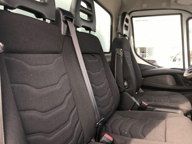 Photo 8 de l'offre de IVECO DAILY CCB 35C13 D  3450 BENNE + COFFRE  3PL.  130CH à 28680€ chez Brignais automobiles