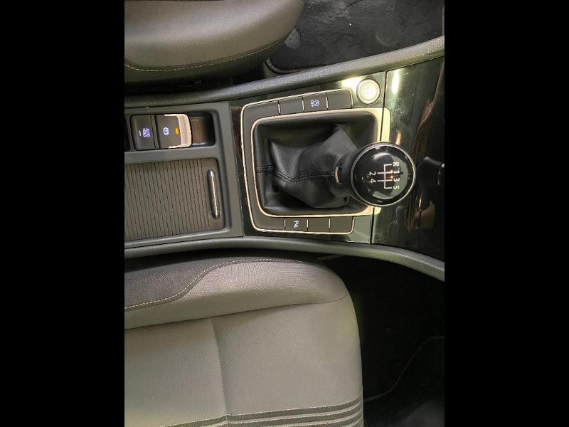 Photo 13 de l'offre de VOLKSWAGEN Golf 1.6 TDI 110ch BlueMotion Technology FAP Allstar 5p à 13490€ chez Duval Automobiles
