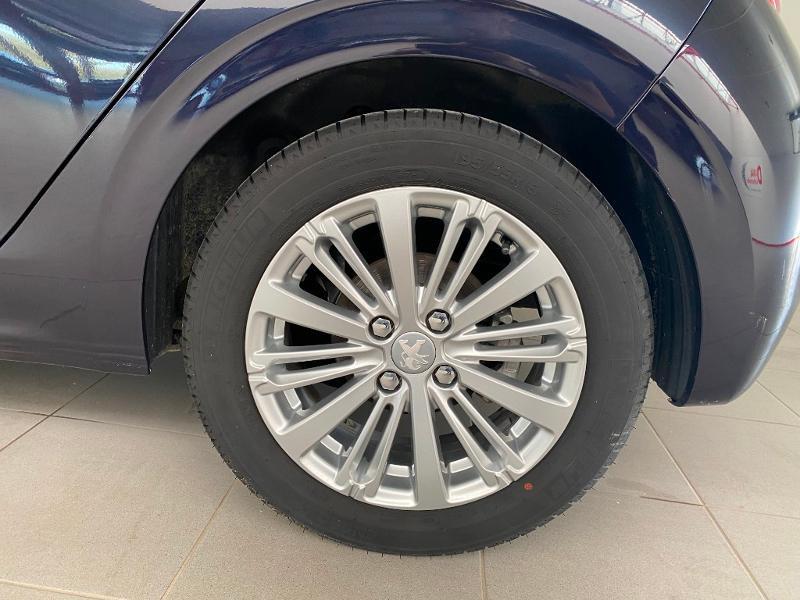 Photo 16 de l'offre de PEUGEOT 208 1.5 BlueHDi 100ch E6.c Signature BVM5 86g 5p à 13990€ chez Duval Automobiles