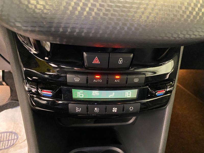 Photo 13 de l'offre de PEUGEOT 2008 1.2 PureTech 110ch Allure S&S EAT6 à 15990€ chez Duval Automobiles