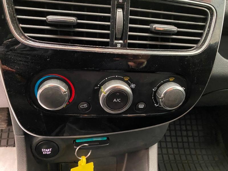 Photo 12 de l'offre de RENAULT Clio 0.9 TCe 90ch energy Limited 5p Euro6c + radar ar à 11990€ chez Duval Automobiles