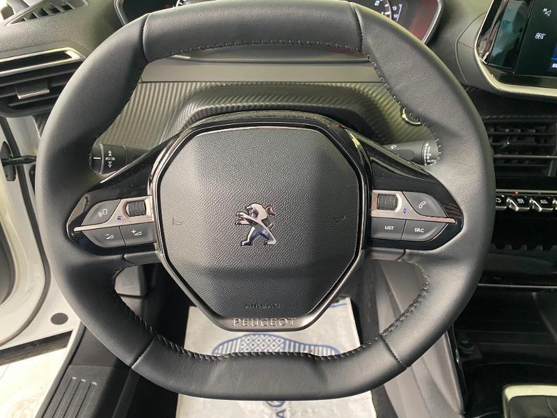 Photo 8 de l'offre de PEUGEOT 2008 1.2 PureTech 100ch S&S Allure à 21990€ chez Duval Automobiles