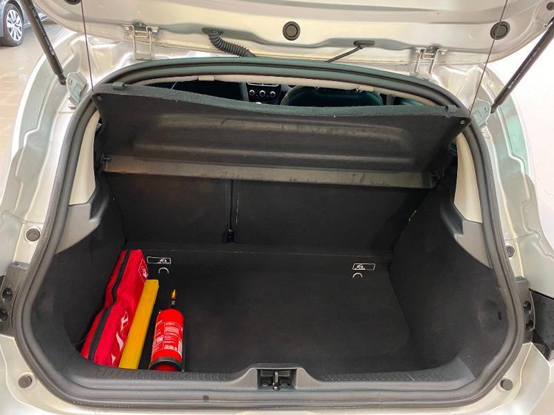 Photo 14 de l'offre de RENAULT Clio 0.9 TCe 90ch energy Limited 5p Euro6c + radar ar à 11990€ chez Duval Automobiles