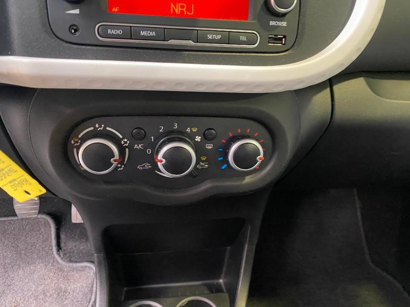 Photo 11 de l'offre de RENAULT Twingo 1.0 SCe 70ch Zen Euro6 à 7990€ chez Duval Automobiles