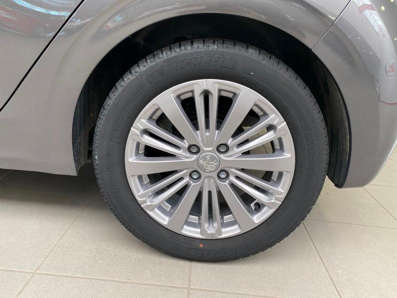 Photo 18 de l'offre de PEUGEOT 208 1.2 PureTech 82ch E6.c Allure 5p à 13390€ chez Duval Automobiles