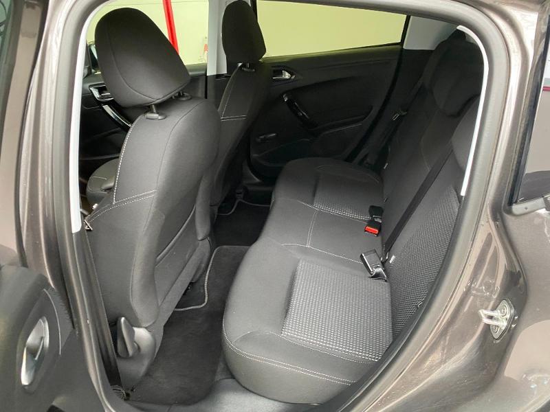 Photo 6 de l'offre de PEUGEOT 208 1.2 PureTech 82ch E6.c Allure 5p à 13390€ chez Duval Automobiles