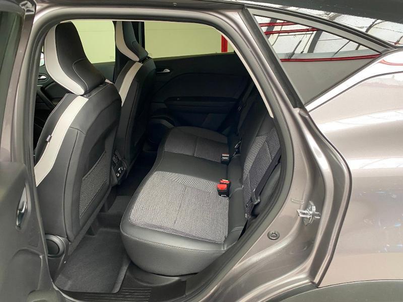 Photo 7 de l'offre de RENAULT Captur 1.3 TCe 140ch FAP Intens EDC - 21 à 23990€ chez Duval Automobiles