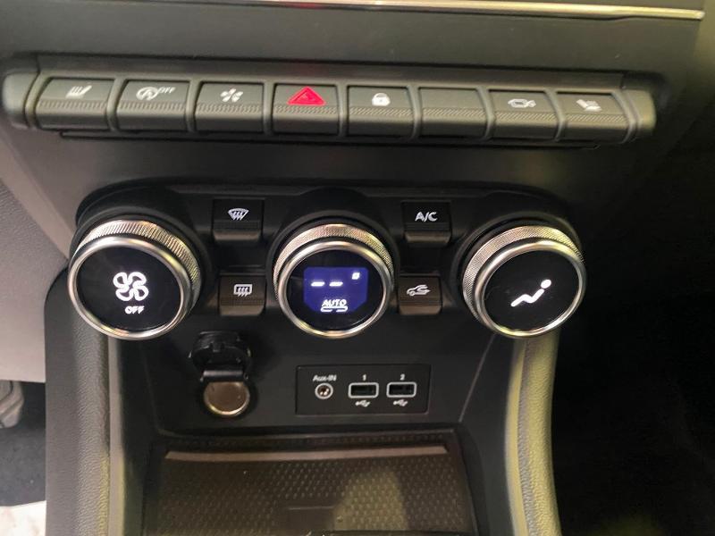 Photo 15 de l'offre de RENAULT Captur 1.3 TCe 140ch FAP Intens EDC - 21 à 23990€ chez Duval Automobiles
