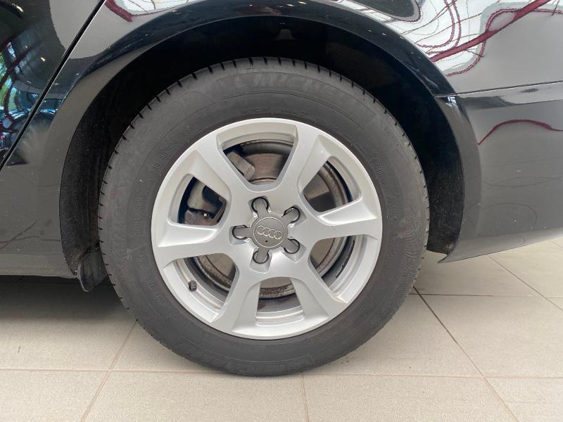 Photo 15 de l'offre de AUDI A4 2.0 TDI 120ch DPF Ambiente 6cv à 11990€ chez Duval Automobiles