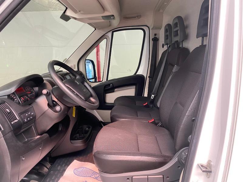 Photo 5 de l'offre de PEUGEOT Boxer Fg 333 L2H2 2.0 BlueHDi 130 S&S Premium Pack à 20990€ chez Duval Automobiles